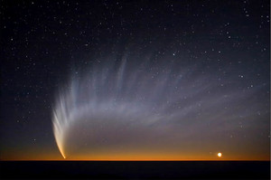 800pxcomet_mcnaught_at_paranal